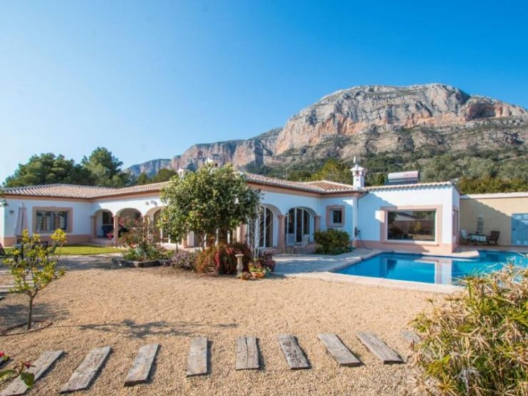 AmazIng 6 Bed VIlla on a Flat Plot Located In The Foot HIlls Of The Montgo, Spain