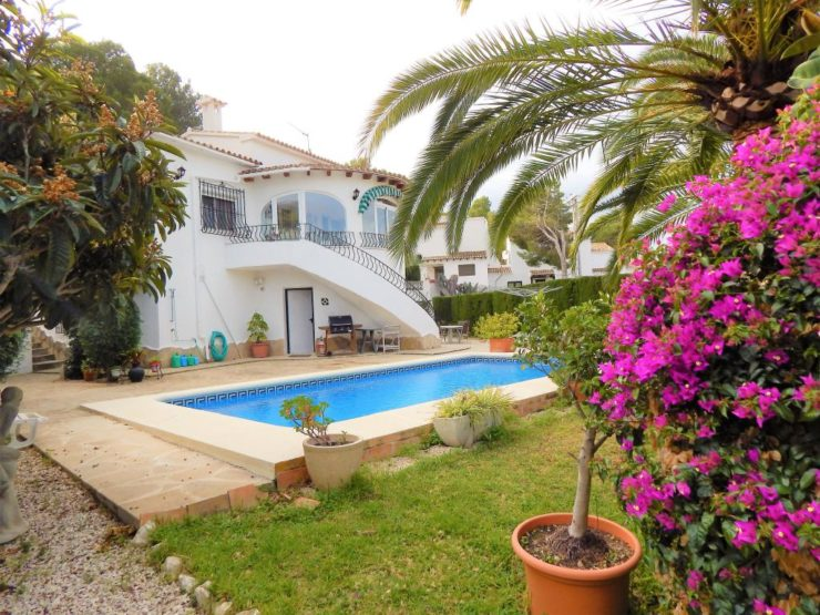 Private 3 Bed 3 Bath Villa in Moraira –  Walking Distance to Amenities
