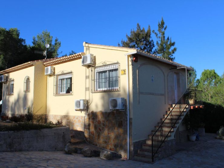 Lovely 5 Bed Villa with a Separate Apartment located in Covatelles, Javea