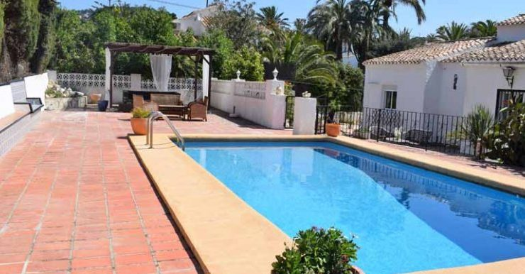 SOUTH FACING 3 BED VILLA – NOT FAR FROM ARENAL BEACH – QUIET AREA- JAVEA