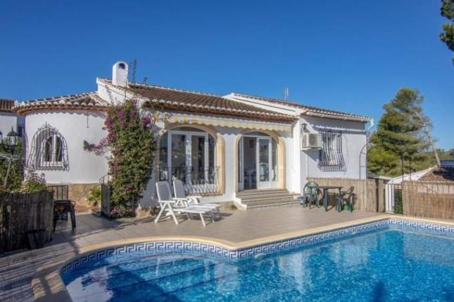Lovely 3 Bed Villa With a Separate Apartment in Javea