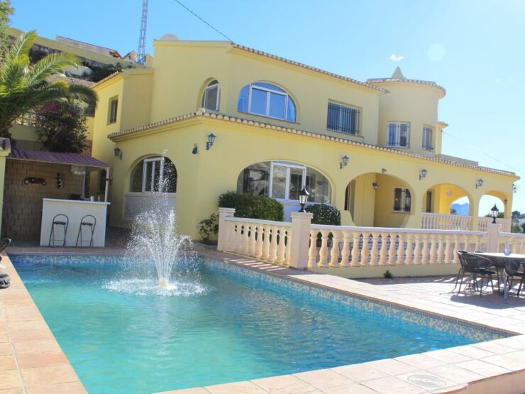 8 Bedroom, 4 Bathroom Villa Consisting of 3 to 4 Apartments with Shared pool on the  Benissa Costa