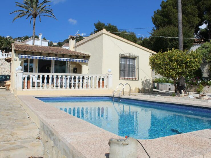 Very Well Presented 4 Bed Villa With Sea Views on a Flat Plot In Moraira