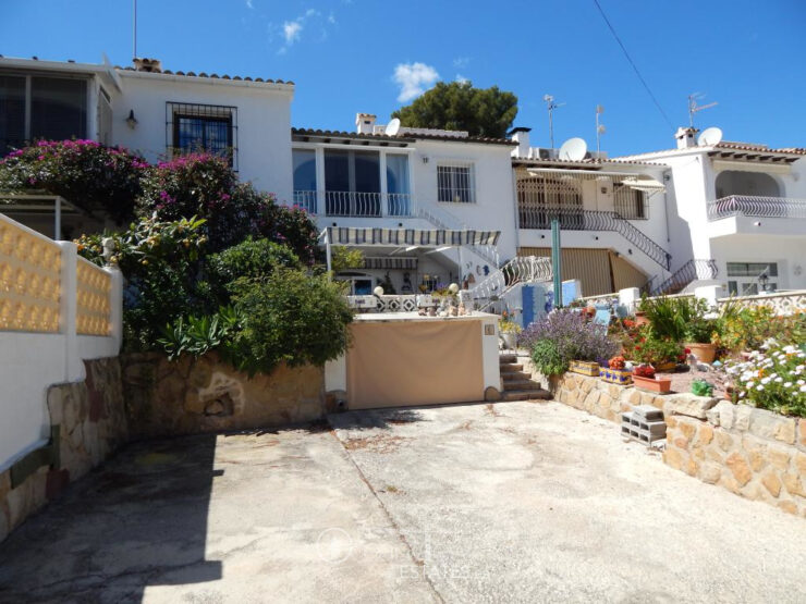 3 bed 2 bath townhouse walking distance to Moraira
