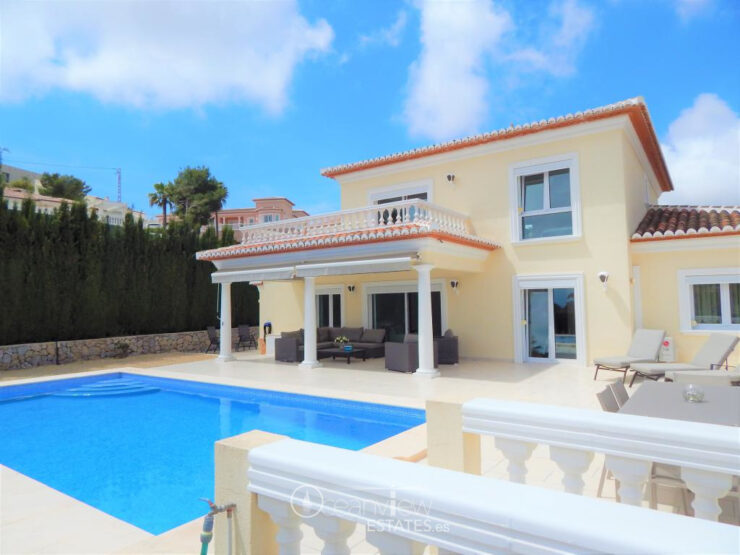 Superb 4 bedroom 3 bathroom Villa with Sea Views in Moraira