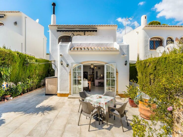Lovely 2 Bed Villa In A Fantastic Location 200m From the Beach In Moraira