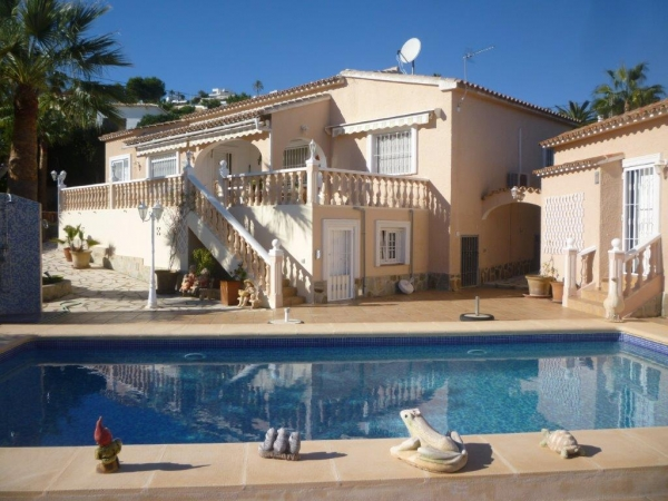 Beautiful 3 Bed Villa With Sea Views In Moraira