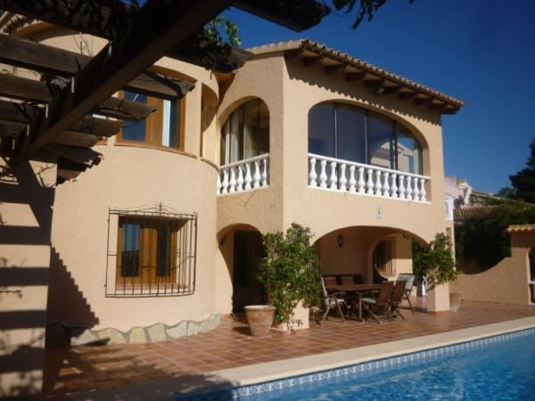 Lovely 5 Bed Villa With Sea Views In Moraira