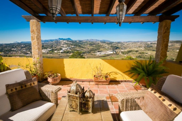 Reformed 4 Bed Villa With Sea Views In Moraira