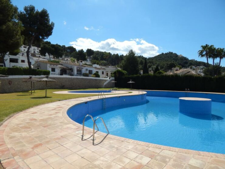 2 bed 1 bath apartment near Moraira close to amenities