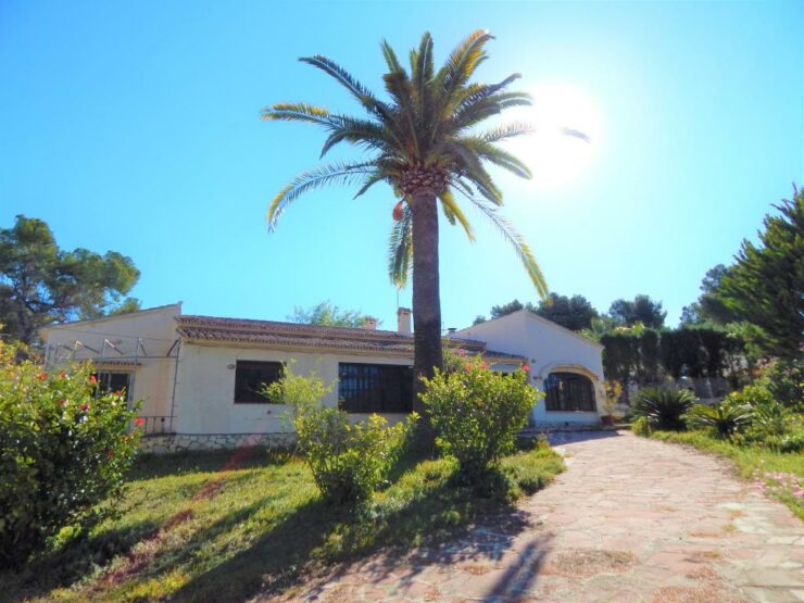 5 bed 3 bath villa in Pla Del Mar Moraira. Walking distance to town