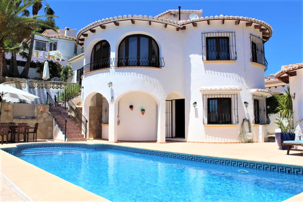 Lovely 3 Bed Villa With Sea Views In Benitachell