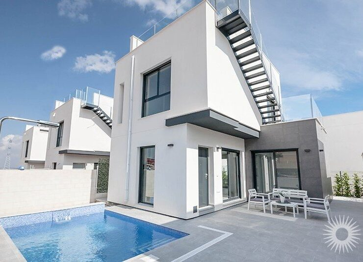 Brand new 3 bedroom, 2 bathroom Detached Villa with Swimming Pool In Villamartin