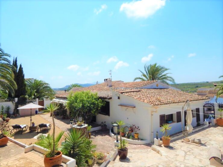 3 bedroom 2 bathroom villa walking distance to amenities and close to Moraira