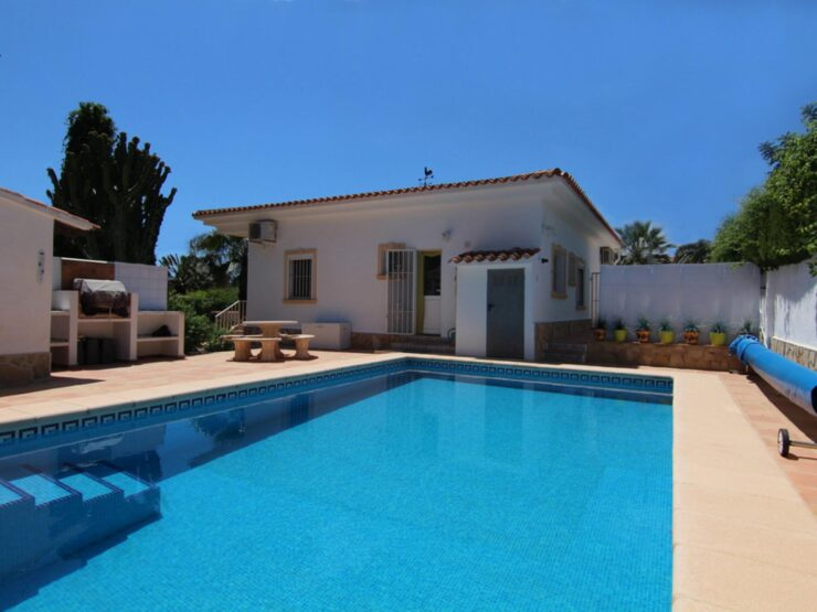 Fully  Renovated 3 Bed Villa on a Flat Plot only 200 m From the Sea In Moraira