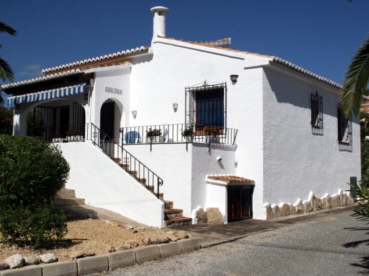 2 Bedroom, 2 Bathroom Detached Villa Walking Distance To Moraira