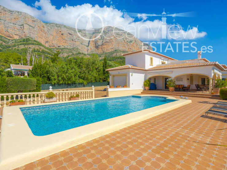 Luxury 5 Bed Villa With Lovely Mountain Views in the Montgo, Javea