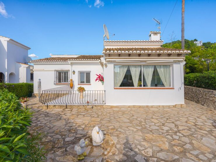 Beautiful Refurbished 3 Bed Villa With a Communal Pool in Moraira