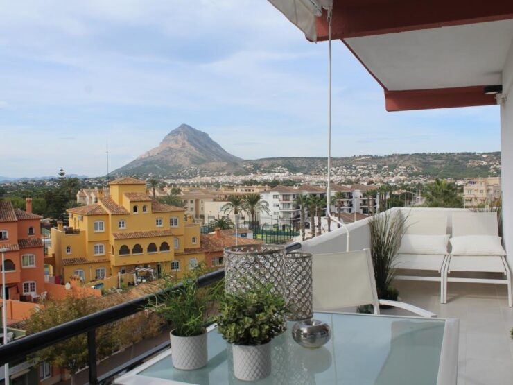Totally Refurbished 2 Bed Apartment Close To The Beach and all Amenities In Javea