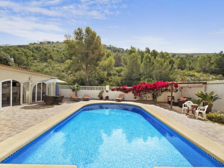 Immaculate 4 Bed Villa With A Separate Apartment in Moraira