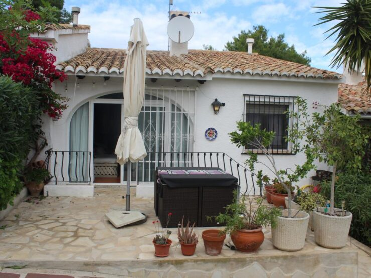 Lovely Renovated 4 Bed Townhouse 25 mins Walk To Moraira Town