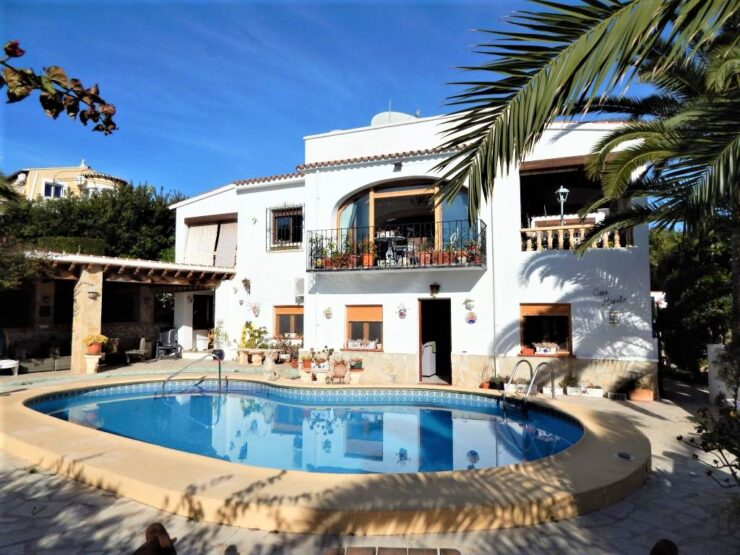 Traditional 6 Bed Villa Could Be 3 Separate Living Areas In Moraira