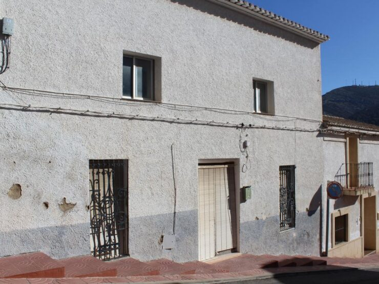 Very Large Old Townhouse To Reform With Out Buildings In The Centre Of Benitachell