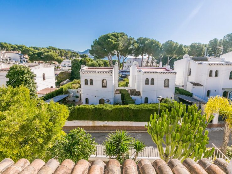 Exclusive 4 Bed Villa Totally Refurbished 200m From The Sea in Moraira
