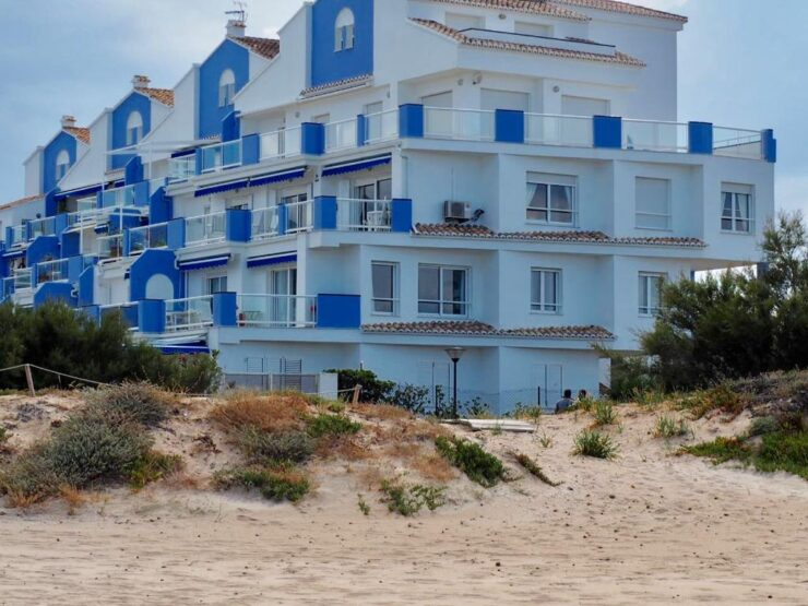 3 bedroom 2 bathroom front line apartment in Denia