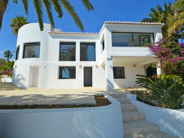 Fully renovated villa with sea views in Javea