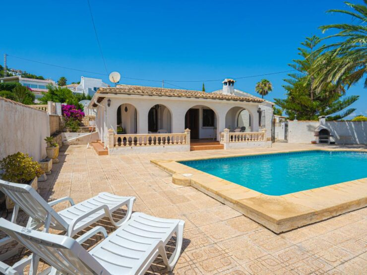 3 bedroom 2 bathroom Villa with Sea views Walking Distance to Moraira Town