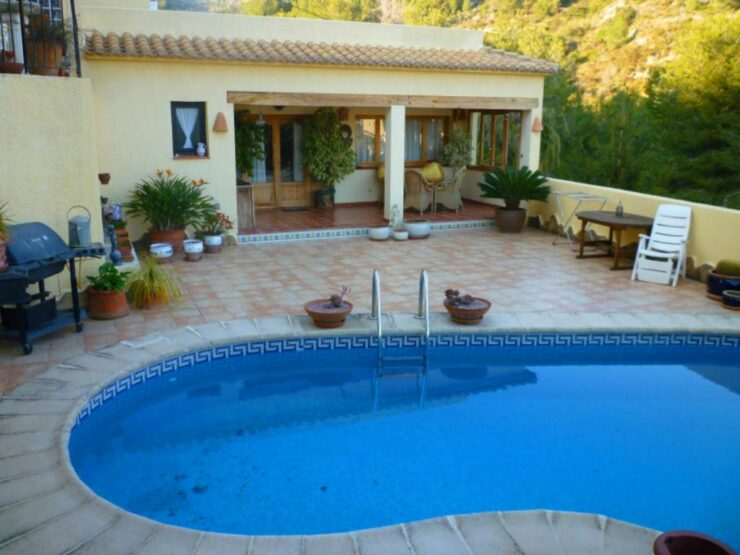 Lovely 3 Bed Villa With Swimming Pool On the Benissa Costa Bargain Price