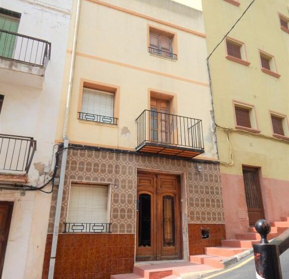 7 bedroom 2 bathroom townhouse for refurbishment in Benitachell