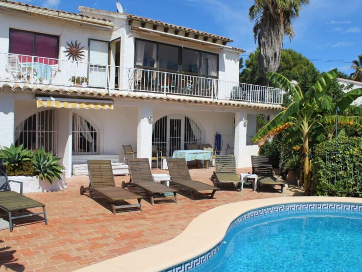 6 bedroom 5 bathroom villa Sea views 5 minutes walk to Moraira