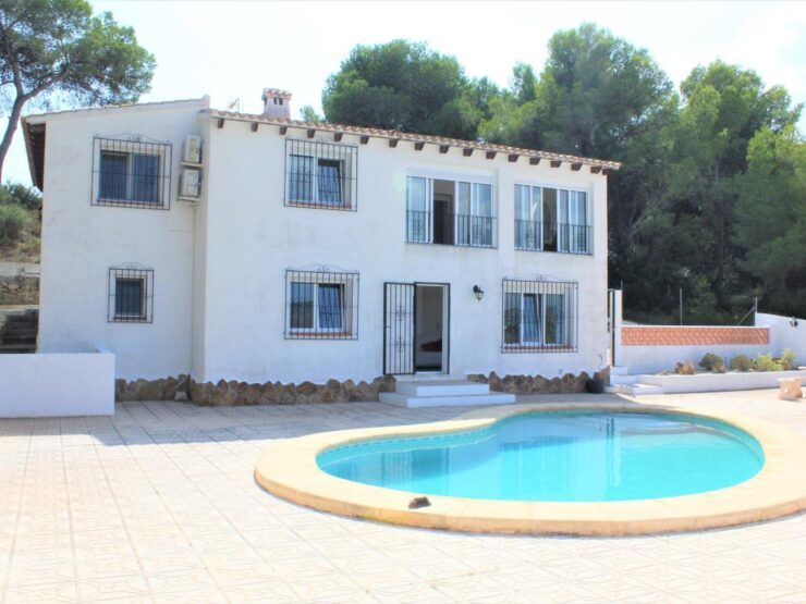 4 bedroom 3 bathroom Villa with panoramic mountain views in Moraira