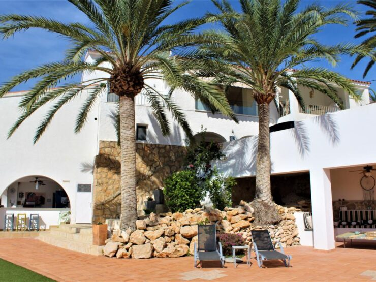 Fantastic 5 Bed Villa With Separate 3 Bed Apartment In Immaculate Condition Good Sea-views      Moraira