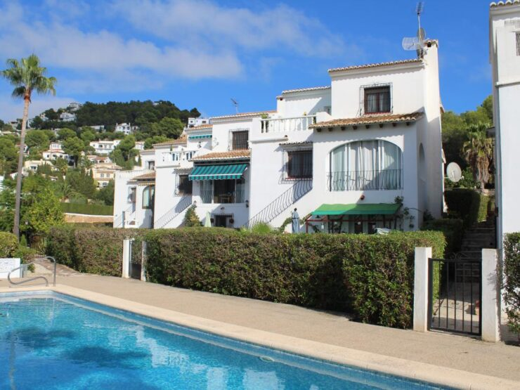5 Bed Villa With a Separate Apartment On a Small Community 10 min Walk to Bars & Restaurants