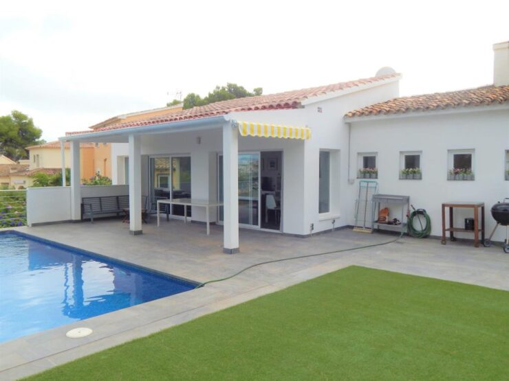 Refurbished 4 Bed 4 Bath Villa 450m Amenities and Is All On One Level In Moraira