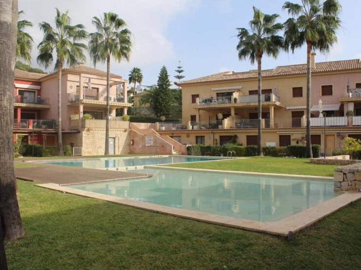Luxury 3 bedroom 2 bathroom apartment for long term rent close to Moraira