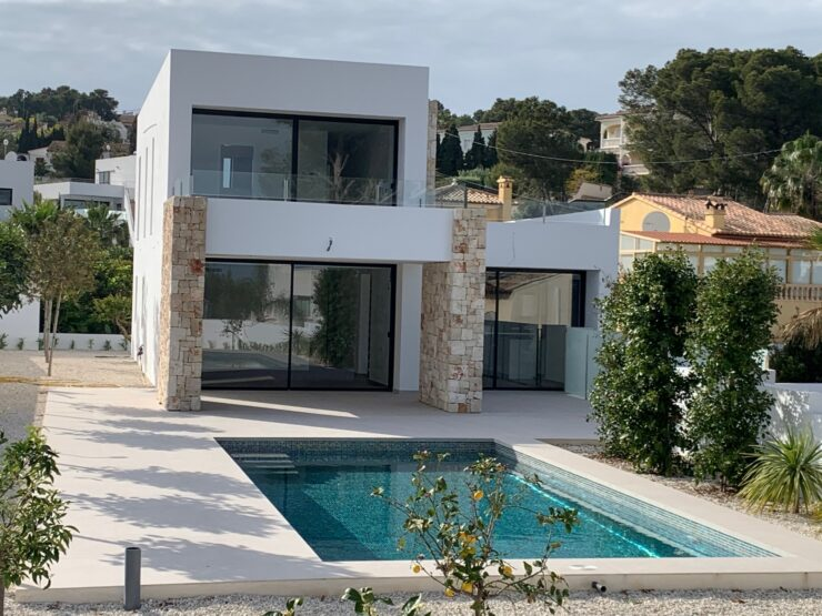 new 4 bedroom 4 bathroom Luxury villa close to Fustera Beach