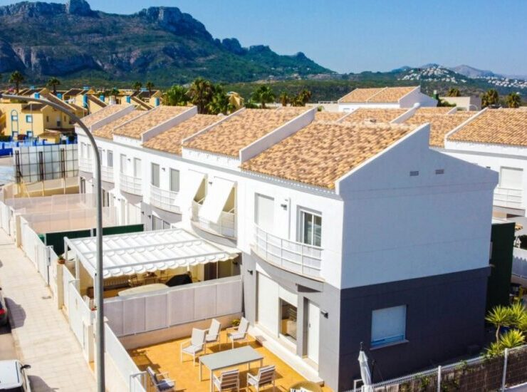 New bungalow just 800 meters from the sea in El Vergel