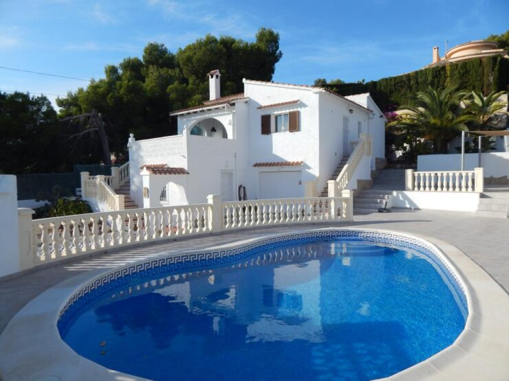 Walking distance to Moraira 3 bedroom 2 bath room reformed villa
