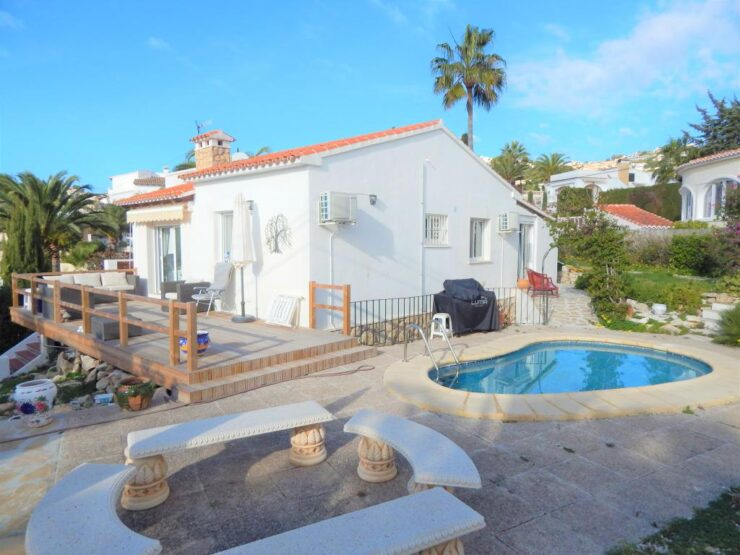 Totally reformed 3 bedroom 2 bathroom villa only 25 minutes walk to Moraira Town