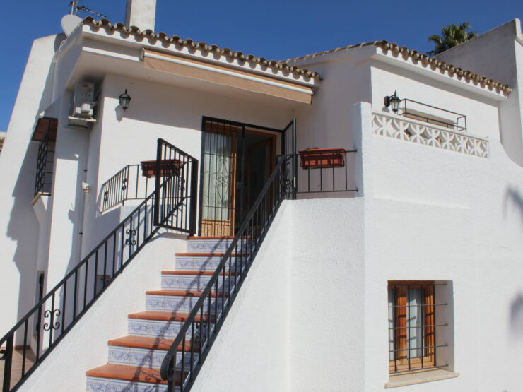 Lovely 3 Bed Townhouse with Stunning Views Over the Vines in Moraira.