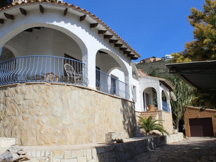 Lovely 2 Bed Villa with Sea Views and Very Private In Moraira
