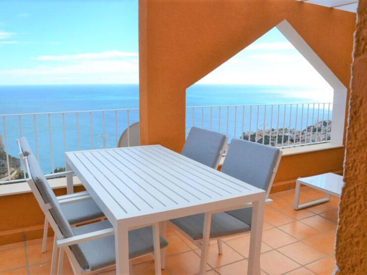 3 bedroom 2 bathroom duplex with 180 degree panoramic sea views near to Moraira