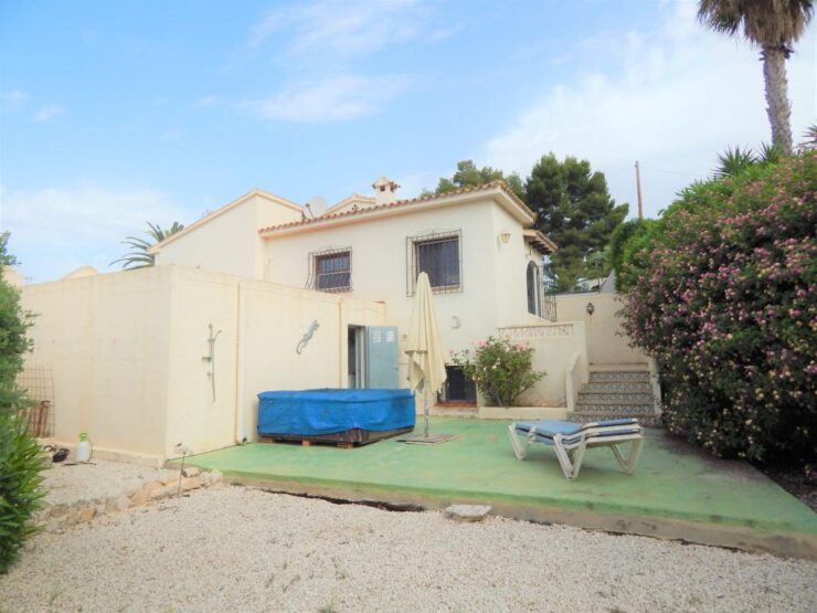 4 bedroom 2 bathroom villa in Moraira close to coast and Walking distance to all amenities