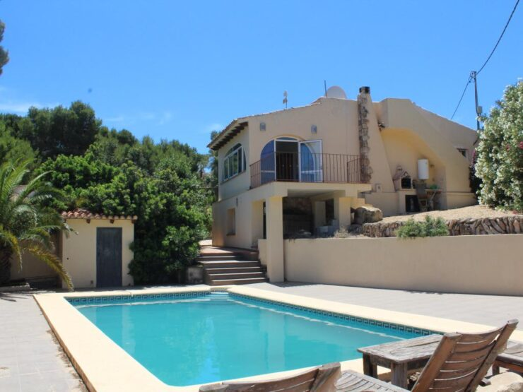 Lovely 2 Bed 1 Bath Villa in Moraira Walking Distance to Amenities and Beach