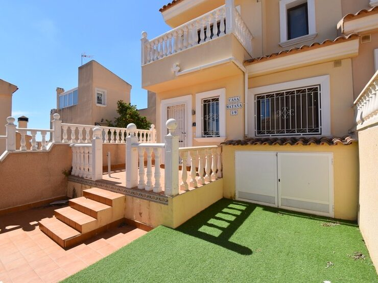 Lovely 2 Bed 1 Bath Townhouse with Communal Swimming Pool in Villamartin