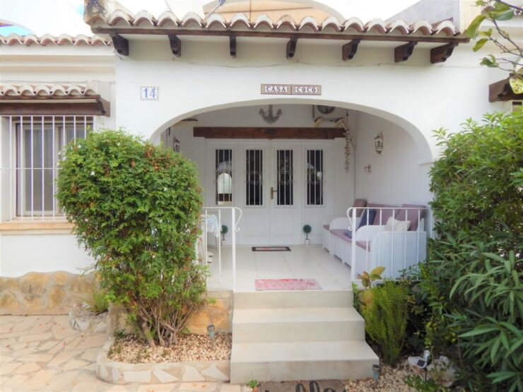 Lovely 2 bedroom 2 bathroom Bungalow close to Moraira